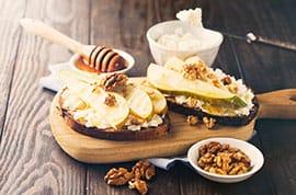 Crostini formaggio e pere