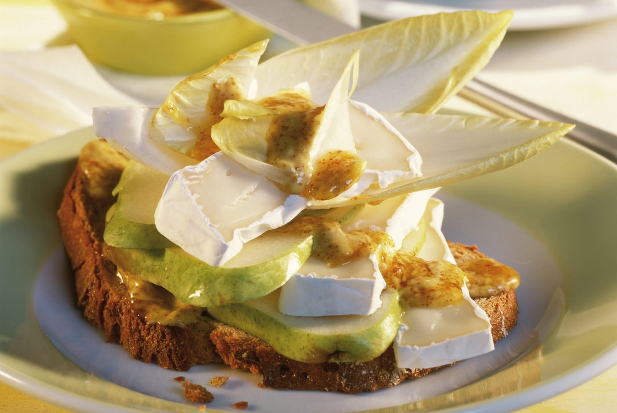 Insalatina di pere e Camembert con senape