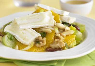 Insalata di frutta e Camembert