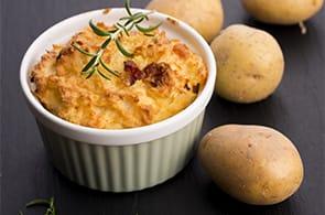 Soufflé di patate, camembert e speck