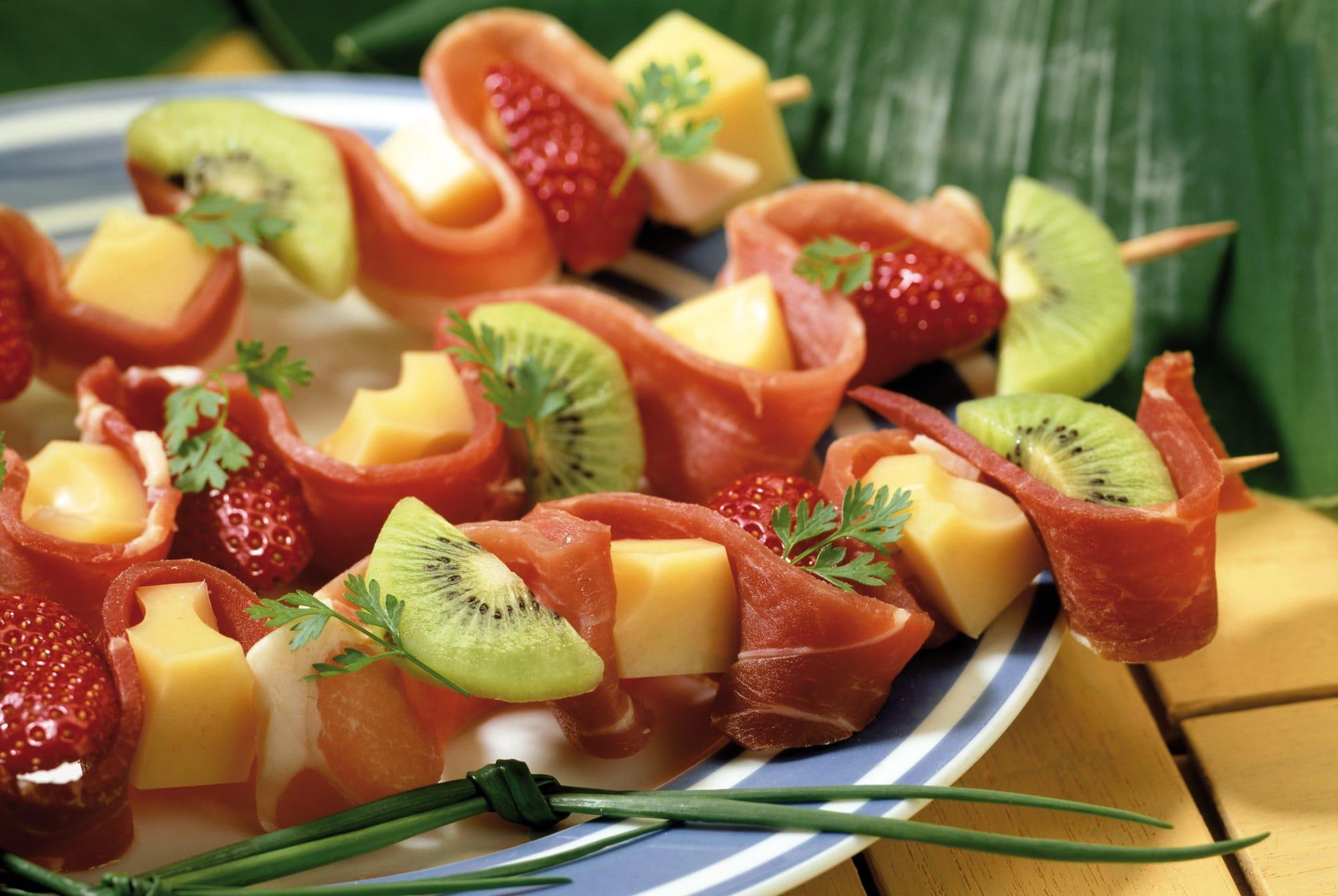 Spiedini di Emmental con frutta fresca