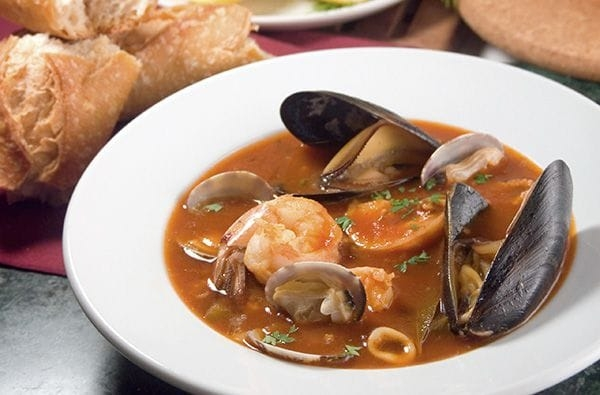 Bouillabaisse: Zuppa della Provenza che ha Conquistato l'Europa