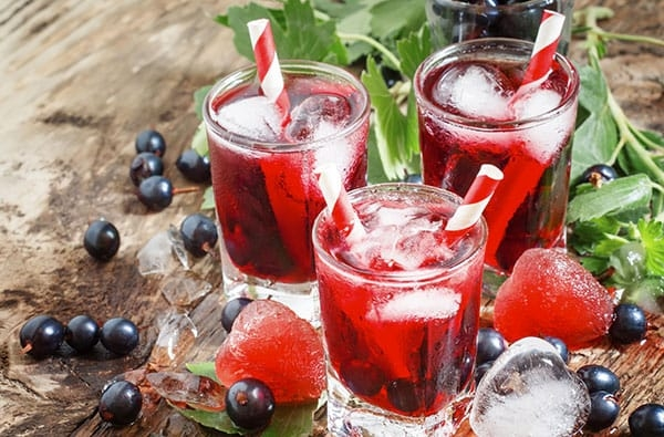 Cassis: come e con cosa gustare il liquore rosso tipico della Borgogna