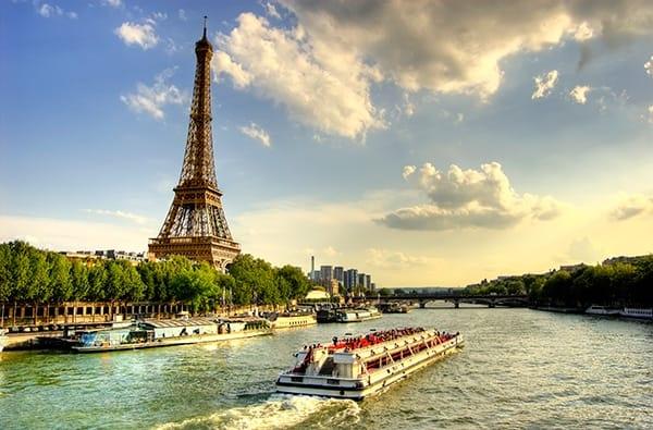 Menù per una Tipica Cena Parigina sulla Senna