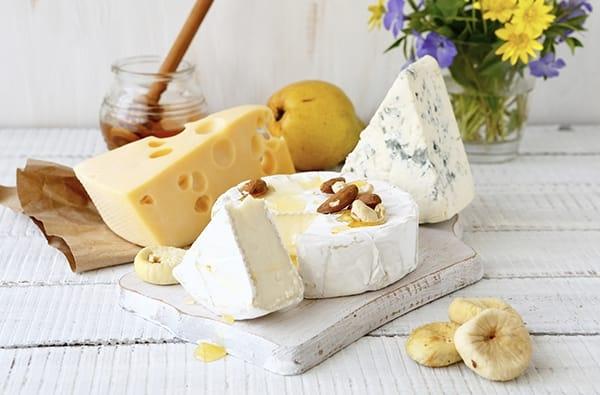 Tavolo Da Pranzo In Francese : Pranzo alla francese energetico e gustoso con i formaggi francesi