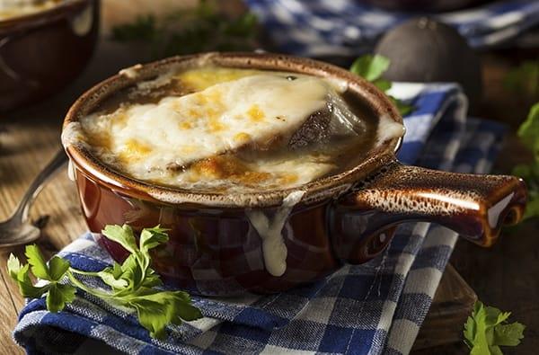 Zuppa di cipolle ricetta tradizionale con cipolle for Cibi tipici di roma