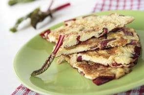 Omelette con bietole salsiccia e brie