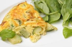 Omelette con zucchine, speck e camembert