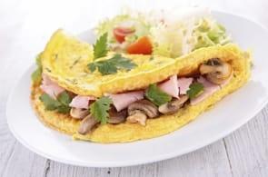 Omelette funghi, prosciutto e brie