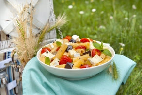 Maccheroni con melanzane fritte, pomodorini, menta e brie