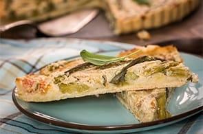 Torta salata con asparagi e formaggio di capra