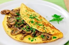 Omelette funghi salsiccia e brie