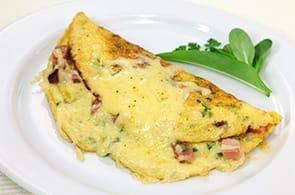 Omelette prosciutto e camembert