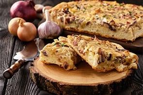 Quiche con pancetta, cipolle e mele